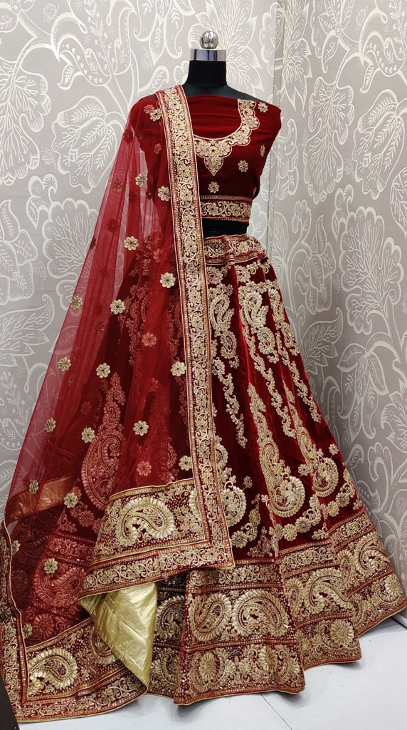 Here Is Trending Very Beautiful Heavy Designer Lehenga Choli